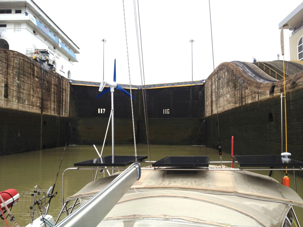 94. The water descended in the lower Miraflores lock.