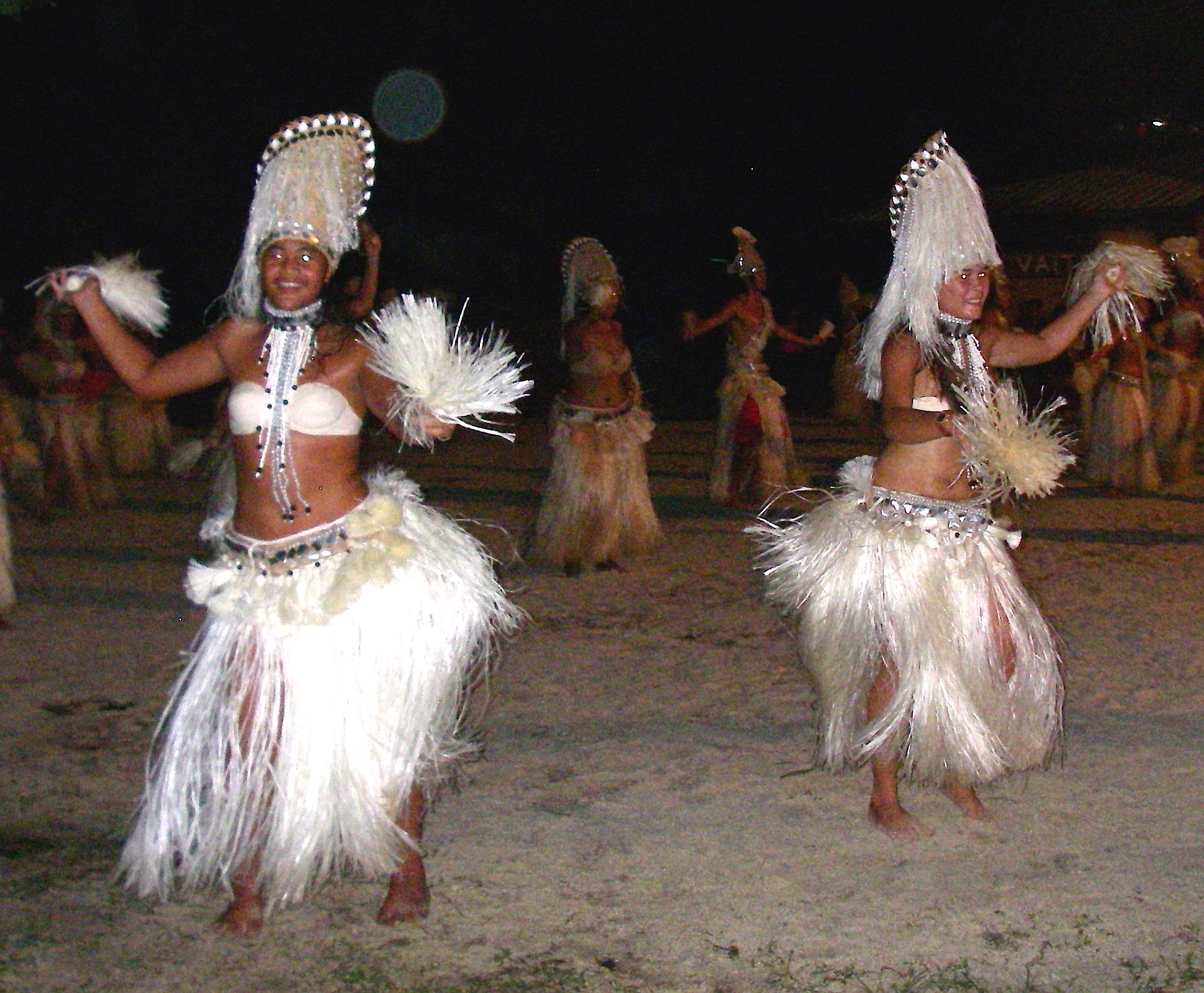6. Nunue dancers perform in the dance final. These white fibers came from the hibiscus tree.  All the materials came from Bora Bora, and the costumes were handmade by the dancers themselves! The troupe won the grand prize!